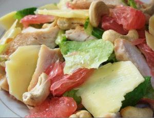 Вкусный салат из курицы и помело