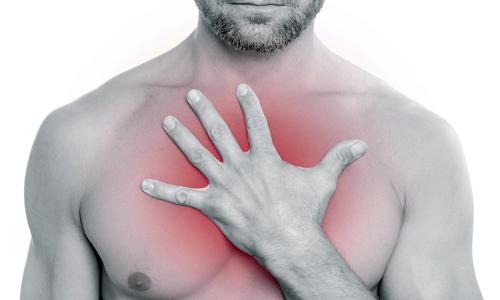 Ощущением сдавленности в груди