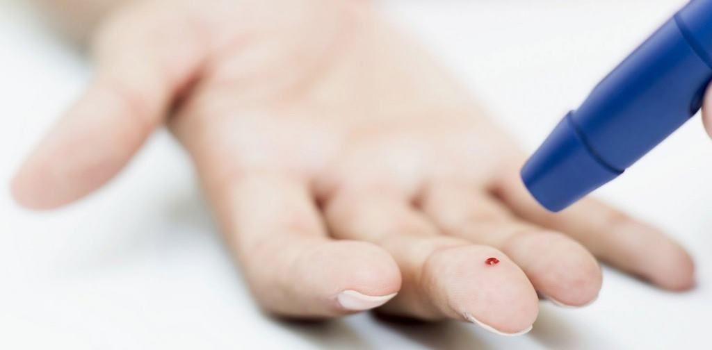 Забор крови из среднего пальца