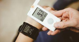 Часы глюкометр и другие неинвазивные средства для мониторинга глюкозы