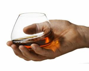 Не пить алкогольные напитки натощак