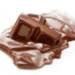 Растопленный горький черный шокола
