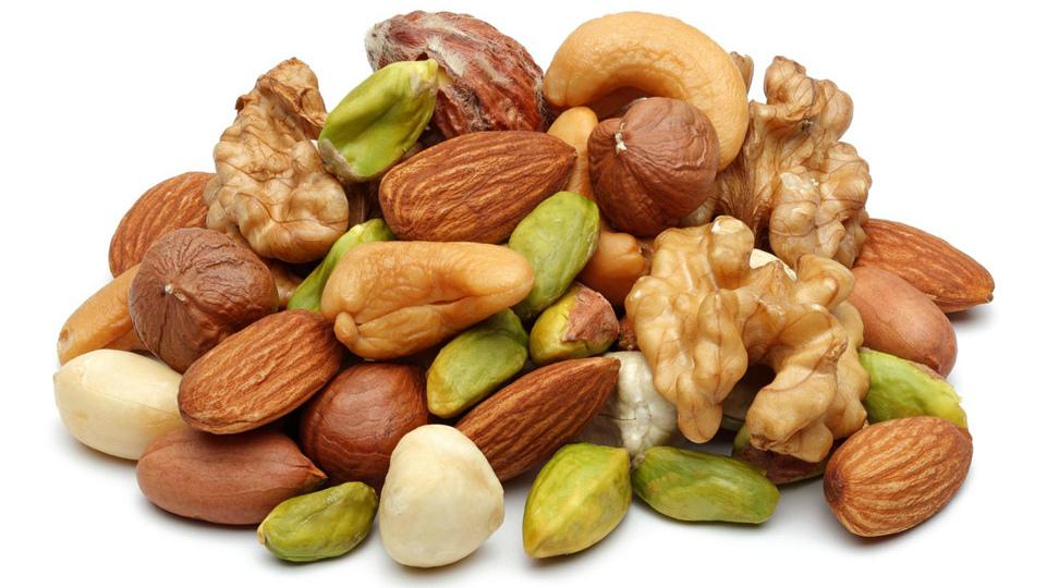 Бобовые, орехи лучше есть в первой половине дня.