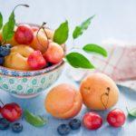 Исключить употребление сладких фруктов и ягод