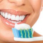 Воздержаться от чистки зубов с утра