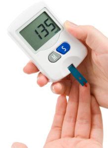 Мониторить уровень сахара в крови пациента